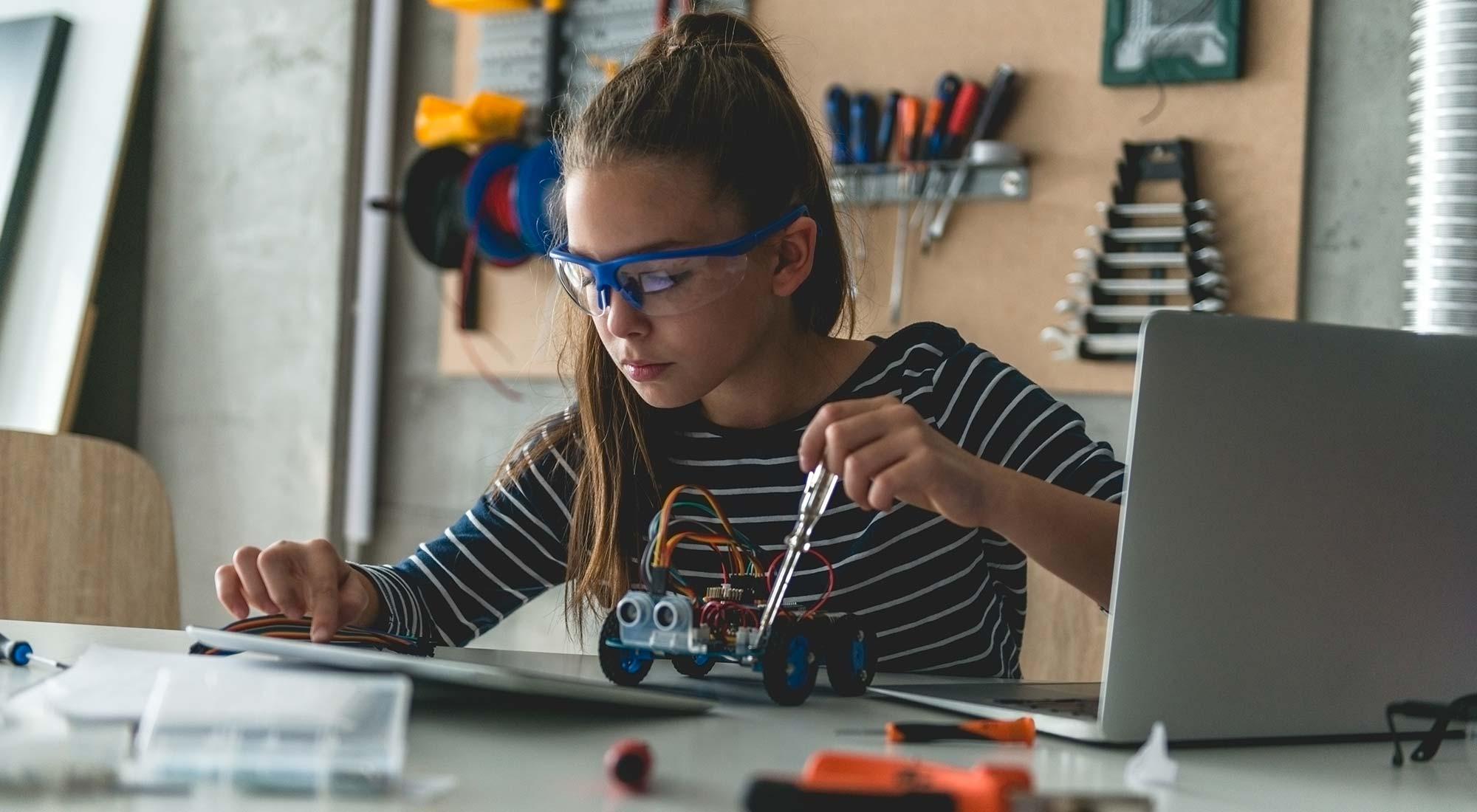 Comment améliorer l'apprentissage des STEM en FWB ?