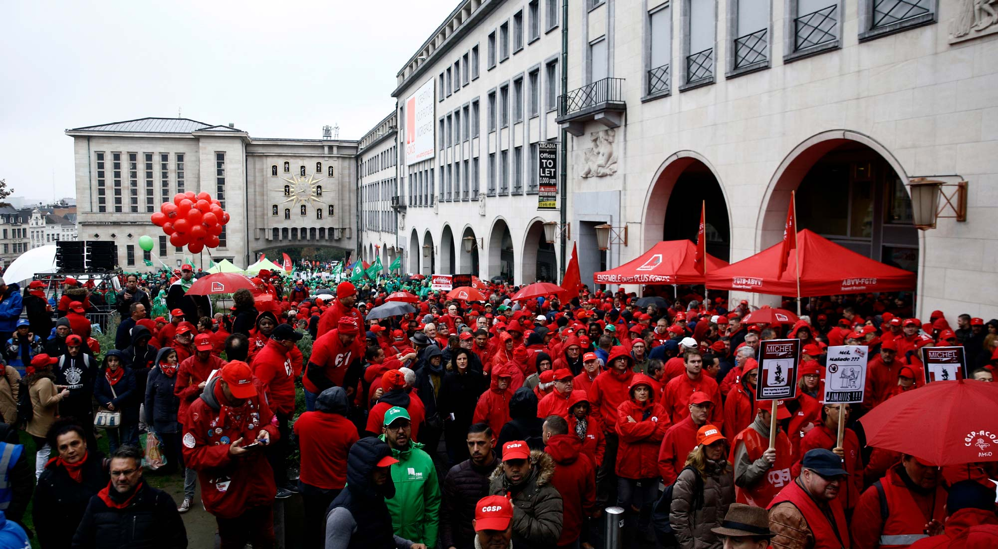Consacrer le droit de grève et conférer la personnalité juridique aux syndicats